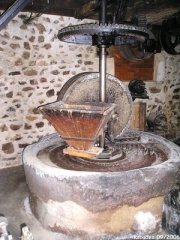 moulin  huile de noix.jpg